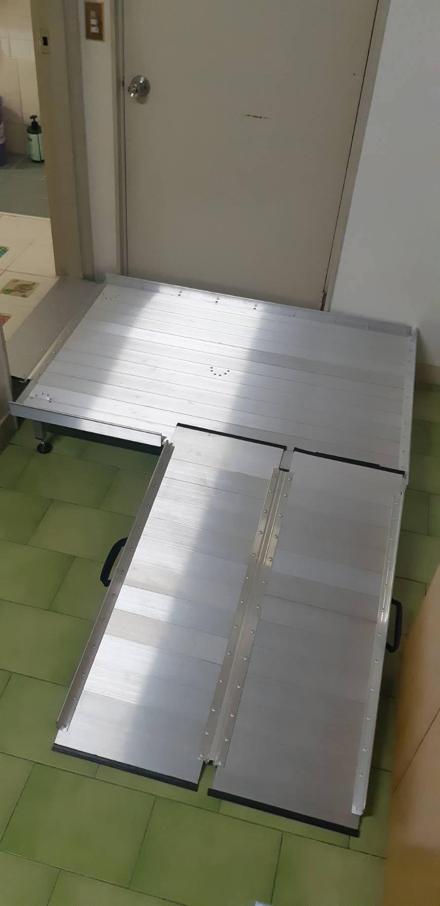 浴室門檻斜坡板搭配鋁合金平台
