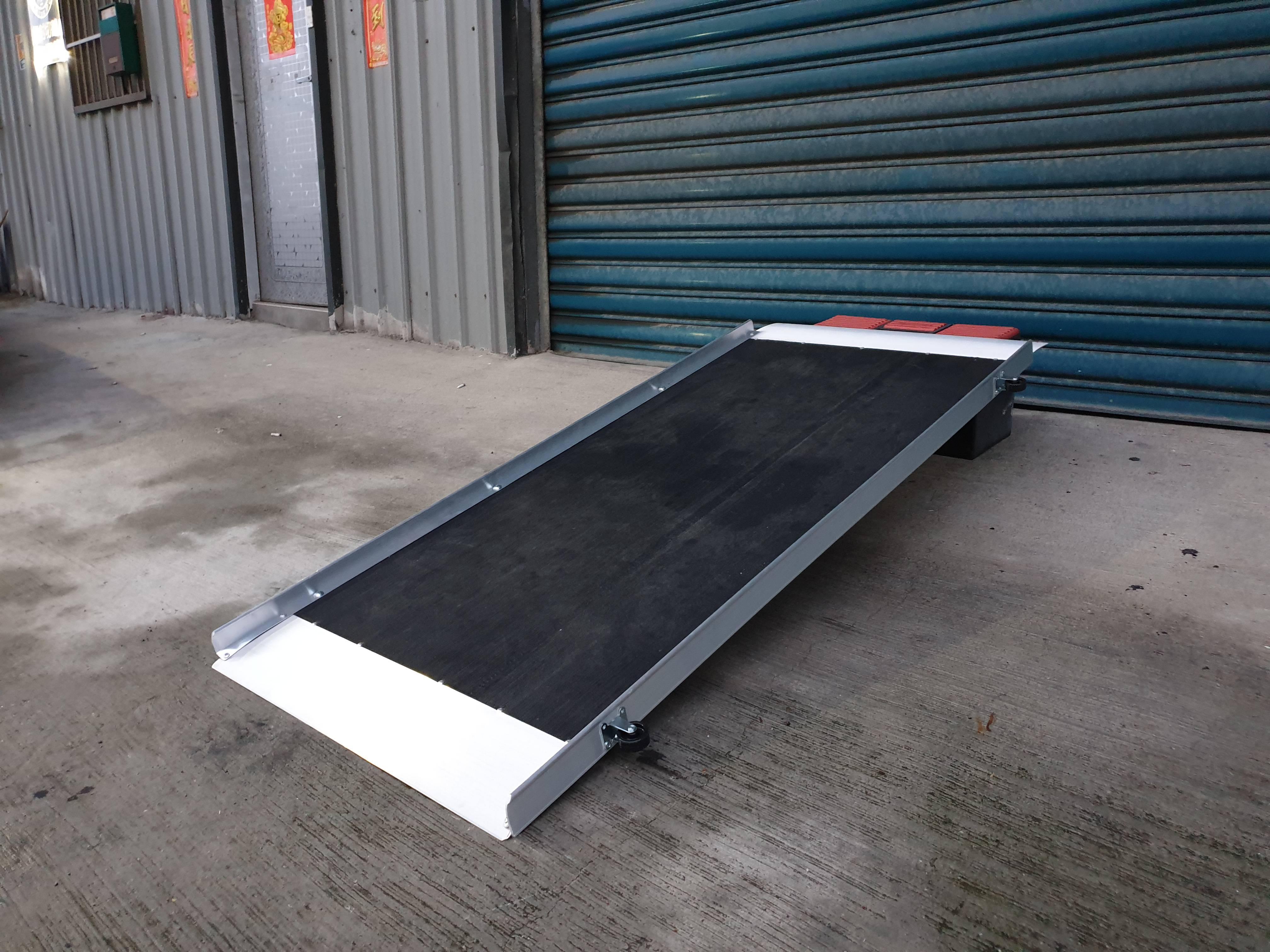 單片式玻璃纖維斜坡板