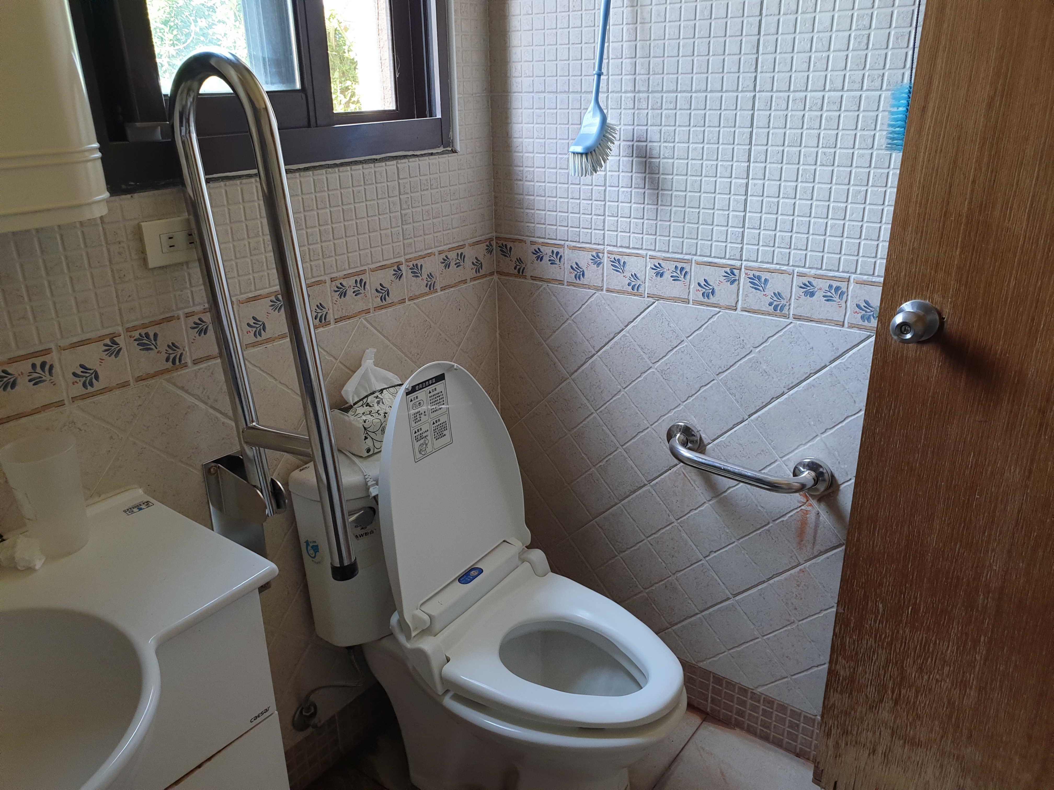 無障礙浴室改善 不鏽鋼可動式安全扶手