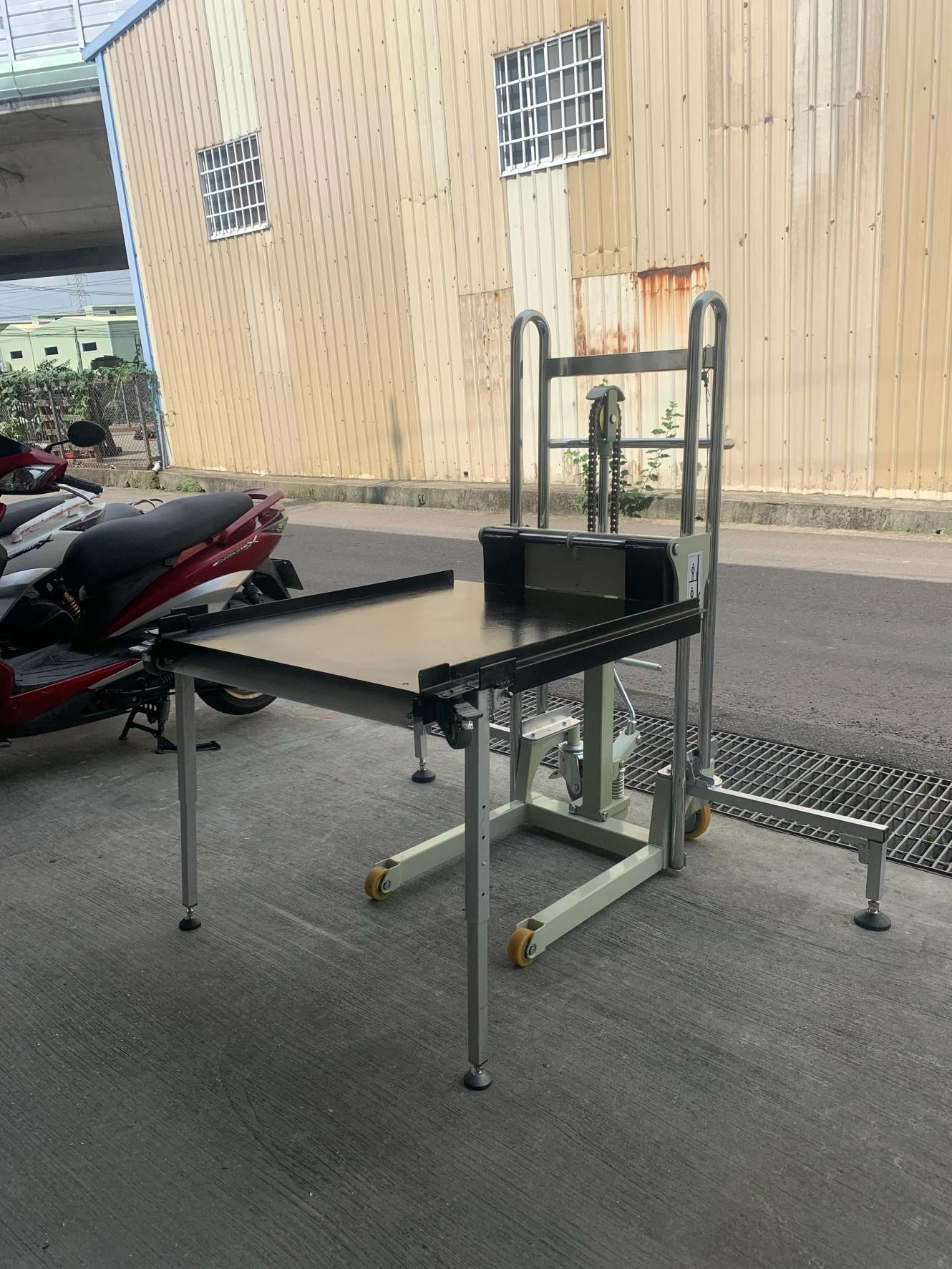 腳踏鍊條式輪椅升降平台