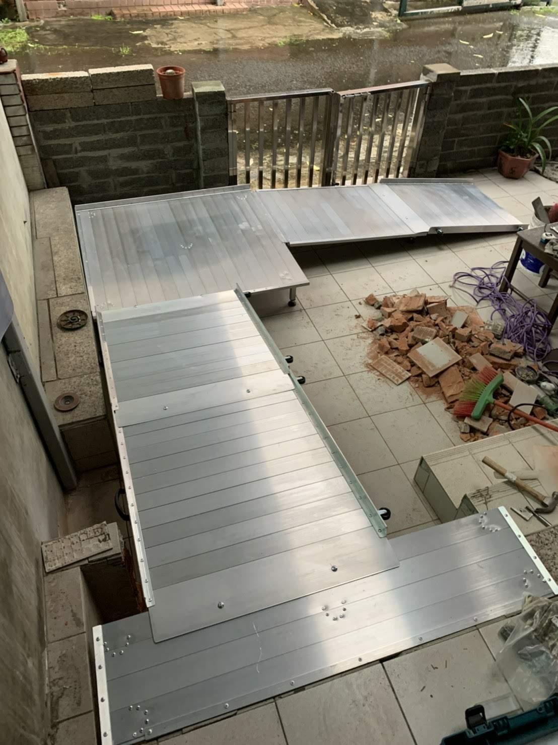 組合式斜坡板搭配鋁合金平台轉彎_4