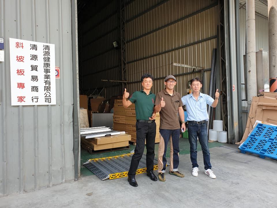 日本客戶專程飛來工廠參觀