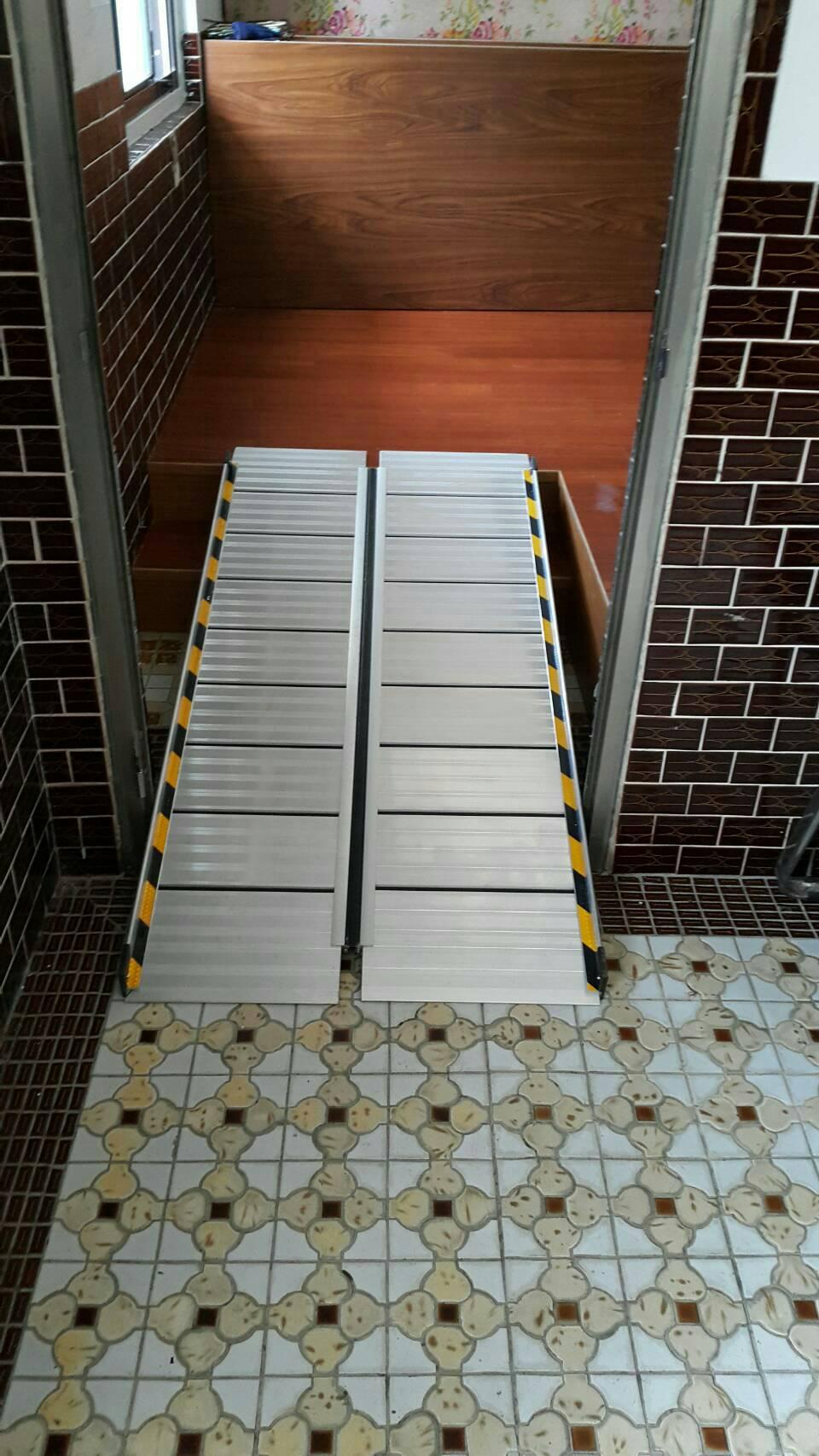 左右折疊式斜坡板裁切左邊板面