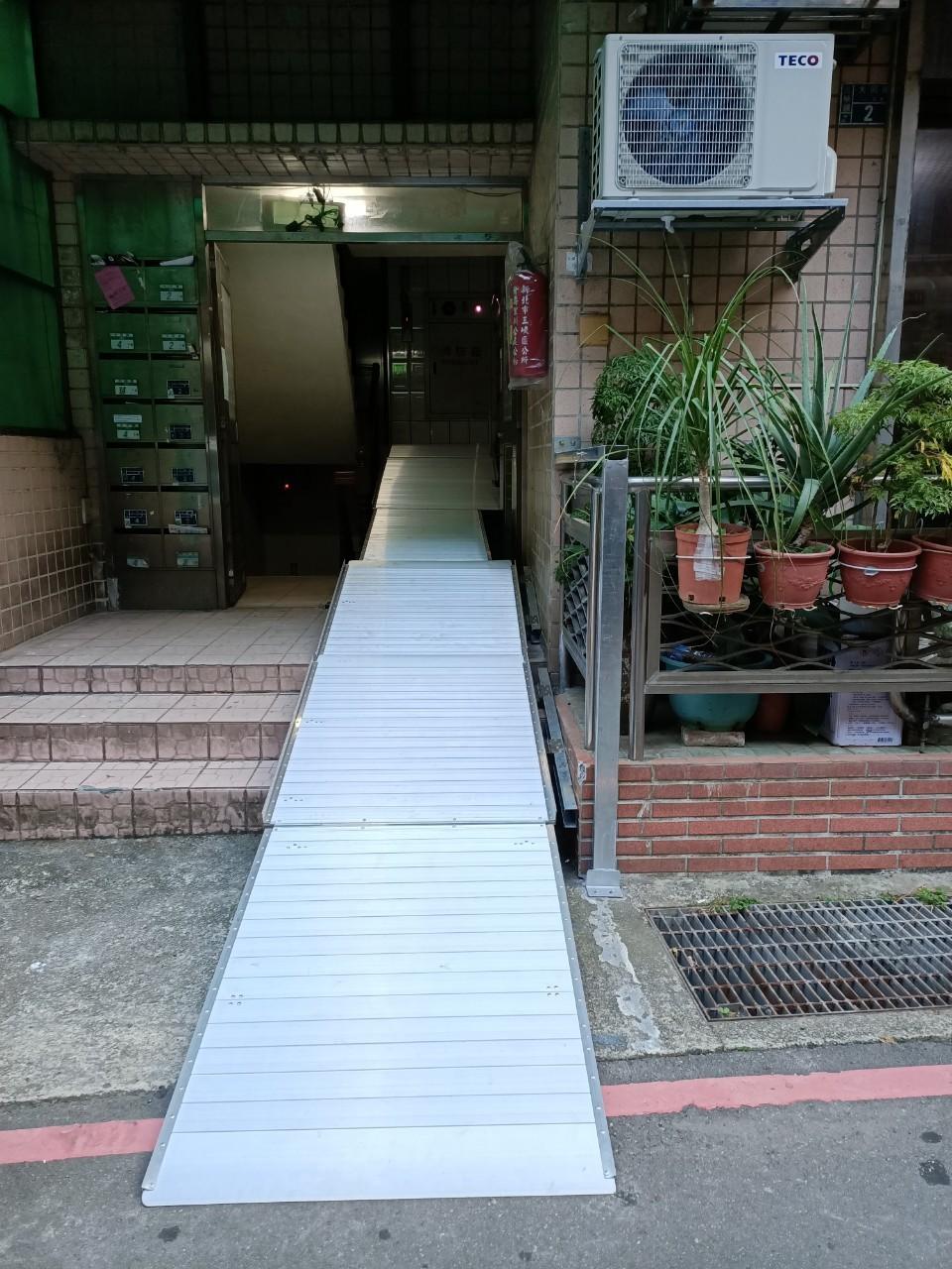 壁掛式斜坡板加柱掛式斜坡板